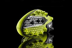 Nike Football debuted the Nike Vapor Laser Talon with a printed plate that will help football athletes perform at their best. The Nike Vapor Laser Football Shoes, Nike Football, Football Cleats, Football Fans, 3d Printing Industry, 3d Printing Technology, Technology Design, Technology News, Impression 3d