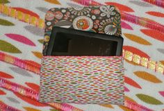 From weallsew.com: a tutorial for an e-Reader Case, by Kellie Rushing.