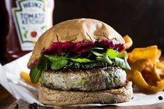 Um luxo mesmo é poder apreciar um delicioso hambúrguer feito pelos melhores Chefs do Brasil! E para isso está chegando a décima edição do Burger Fest! Confira os detalhes, link na bio!! --- A real luxury is to enjoy a delicious hamburger made by the best Chefs in Brazil! And this is the tenth edition of Burger Fest! Check the details, link on the bio!!