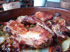 Carne, Meat, Spice, Rabbit Recipes, Mediterranean Kitchen, Cooking School, Lettuce, Tasty, Red