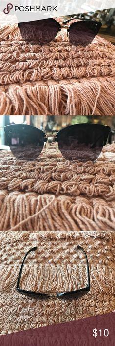 Black sunglasses! Great condition, minimal wear! Accessories Glasses