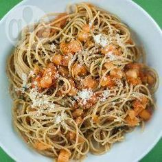 Macarrão simples @ allrecipes.com.br - Prepare um jantar em poucos minutos, sirva um macarrão com alho, tomilho, tomate e queijo