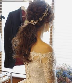 hair/yuudai◆make/rie ______________________________ 先日の花嫁様のクイックチェンジはローポニーテールに Korean Wedding Hair, Wedding Hair And Makeup, Wedding Hair Accessories, Bridal Hair, Hair Makeup, Hair Wedding, Fascinator Hairstyles, Bride Hairstyles, Hair Arrange