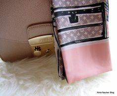 Furla Metropolis with Louis Vuitton silkscarf http://www.alnisfescherblog.com/louis-vuitton-furla-und-kaschmir/