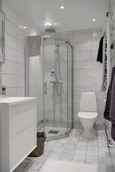 Renoverat badrum med golvvärme & spotlights
