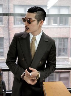 Dynamic Men's Hairstyles Works with Suits (17)