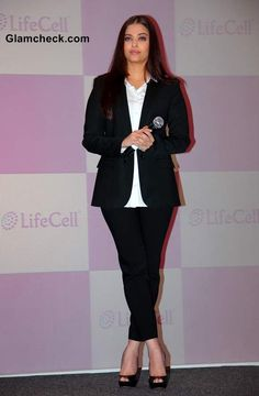 Bollywood actor and totally yummy mummy Aishwarya Rai Bachchan unveiled the Stem Cell Banking solution by Life Cell at a … Star Fashion, Indian Fashion, Life Cell, Androgynous Look, Aishwarya Rai Bachchan, Bollywood Stars, Burberry, Actors, Style