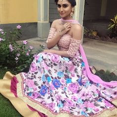 🌸Now that's what I call a flower power kinda day🌸   @andtvofficial Diwali performance ready in this pretty pretty outfit by @anusoru 💕    #festival #diwali #dusshera #dance #performance #ootd #floralprints #flowerpower #pink #indianfashion