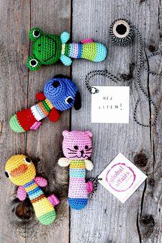 DIY crochet pattern for baby rattles.