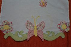 priscila muller patch aplique - Pesquisa Google Yarn Crafts, Fabric Crafts, Sewing Crafts, Diy And Crafts, Embroidery Patterns, Machine Embroidery, Quilt Border, Sewing Appliques, Applique Designs