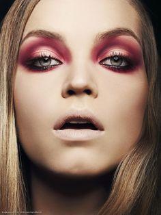 #Expression#Color#Fashion#MakeUp