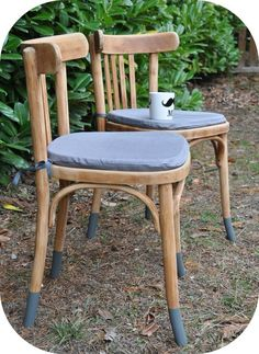 Chaises bistrot b Recycled Furniture, Handmade Furniture, Cheap Furniture, Home Furniture, Furniture Design, Chair Makeover, Furniture Makeover, Painted Chairs, Painted Furniture
