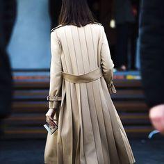 more street style here ♡ Abaya Fashion, Fashion Outfits, Womens Fashion, Fashion Weeks, Look 2018, Abaya Designs, Fashion Details, Fashion Design, Street Style