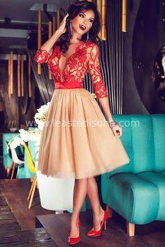"""Uno degli articoli chiave tra i nuovi arrivi, l'abito """"glenda"""" mostra un corpino rosso semitrasparente con fantasia floreale ed una gonna in morbido tulle beige. Perfetto da abbinare ad una decoltè, per tutte le vostre feste e/o cerimonie. ➽ Contattaci su Pinterest o manda """"pin"""" via sms/WhatsApp al 373 7616355 per ricevere un BUONO SCONTO esclusivo!  #leastedisoha #moda #abbigliamento #donna #elegante"""