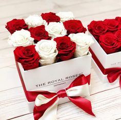 Red & white The perfect match for Christmas Flower Box Gift, Flower Boxes, Diy Flowers, Flower Decorations, Paper Flowers, Candy Bouquet Diy, Diy Bouquet, Flower Phone Wallpaper, Rose Wallpaper