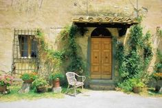 HOW TO PAINT WALLS WITH A TUSCAN FAUX FINISH Medioimages/Photodisc/Photodisc/Getty Images