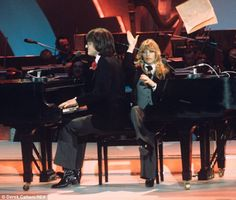 "Lynsey de Paul & Mike Moran - ""Rock Bottom"" - United Kingdom - 121 points - 2nd place (12 points from Monaco, Austria, Luxembourg, Portugal, Belgium and France)"