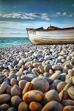 Boat by the Beach | Best Android Wallpaper! Best Android Themes and Background!