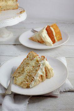 honey cake A twist on the classic milk tart. Vanilla-Cinnamon sponge topped with Milk tart (custard) filling finished with ground cinnamon. Baking Recipes, Cake Recipes, Dessert Recipes, Milk Tart, Custard Filling, Honey Cake, Tiramisu Cake, Piece Of Cakes, Sweet Cakes