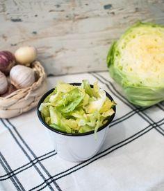 Valkosipulinen varhaiskaalisalaatti / garlic cabbage salad