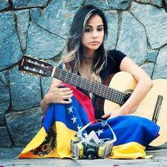 Gabriela Borjas @Regrann from @venezolanas.guerreras - #Repost @gabyoraa (@get_repost)  ・・・  Mi nombre es Gabriela Borjas. Soy cantante y músico venezolana. Hoy mi voz y mi guitarra no suenan porque en mi país no hay derecho a la vida....