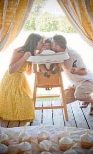 want a picture like this for Julia's first Birthday!!
