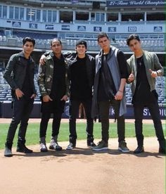 (6) #cnco hashtag on Twitter Memes Cnco, Cnco Richard, Disney Music, O Love, Selfie Time, Celebrity Outfits, Music Songs, Cool Bands, My Boys