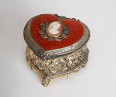 Vintage 60s 70s Cameo Heart Gold Metal Trinket Music Box.......MOM had a round one similar to this....!!