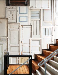 Decorar con puertas antiguas. http://reformasdediseno.com/decorar-con-puertas-antiguas/