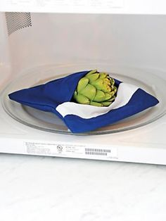 Easy microwave cooking with the Microwave Bag Cooker. It retains nutrients and moisture. Reheat bread and rolls, too. Cooking Gadgets, Kitchen Gadgets, Kitchen Stuff, Kitchen Tips, Microwave Steamer, Potato Bag, Food And Thought, Eating Vegetables, How To Cook Potatoes