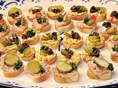 Filip Sajler a Ondřej Slanina v oblíbené kulinářské show Mini Cupcakes, Diy Food, Finger Foods, Food Inspiration, Dips, Cheesecake, Toast, Food And Drink, Appetizers