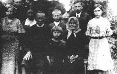 The Bandera family in 1935. Stepan is second from the right.