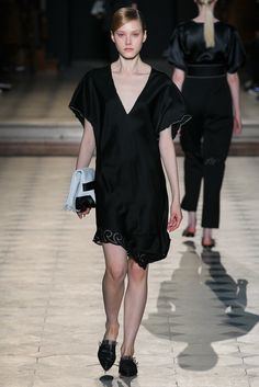 Sharon Wauchob | Spring 2015 Ready-to-Wear | 02 Black short sleeve mini dress with embellished hem
