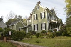 +VICTORIAN+ELEGANCE…STEP+BACK+INTO+HISTORY+OF+THE+OLD+SOUTH…Circa+1850's+known+as+the+Gary,+Harris,+Wren+Home.+Located+in+Historic+Downtown+Abbeville+SC+with+shopping,+restaurants,+and++Historic+Abbeville+Opera+House+casting+live+performances.++This+home+sits+among+large+oaks,+magnolias,+camellias+and+hydrangeas+on+a+1+++acre+lot.+Walk+up+to+the+front+of+the+home+with+the+inviting+rocking+chair+front+where+you+can+enjoy+sitting+and+sipping+sweet+tea+and+lemonade.+Enter+the+double...