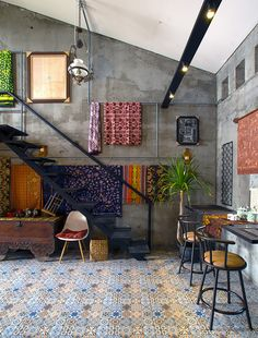Image 2 of 37 from gallery of The Obsolete House - Omah Amoh / Gayuh Budi Utomo. Photograph by Mansyur Hasan Casa Loft, Loft House, Home Room Design, House Design, Interior Architecture, Interior And Exterior, Warehouse Living, House Goals, Simple House