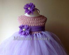 Super lindo vestido en color melocotón + diadema satén que empareja con flores  La parte superior es tejido a mano con alta calidad seda / hilo de