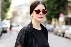 GEOMETRÍAS – IT STYLE Round Sunglasses, Sunglasses Women, Black Outfits, Style, Fashion, Clothing, All Black Clothing, Swag, Moda