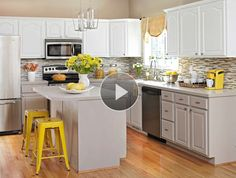 Don't paint kitchen cabinets till you read this. We asked the experts, and here are 5 genius tips to make painting your kitchen cabinets easier so you can create a beautiful finished product every time. Kitchen Island Decor, Modern Kitchen Island, Oak Kitchen Cabinets, Painting Kitchen Cabinets, Kitchen Paint, Kitchen Redo, Kitchen Design, 1950s Kitchen, Kitchen Makeovers