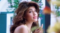 #Jacqueline_Fernandez to gift sketch to fan for Roy - http://www.vishwagujarat.com/entertaintment/jacqueline-fernandez-to-gift-sketch-to-fan-for-roy/