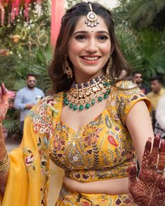 Indian Gowns Dresses, Indian Fashion Dresses, Dress Indian Style, Fashion Outfits, Indian Wedding Hairstyles, Indian Bridal Outfits, Indian Bridal Fashion, Indian Attire, Indian Wear