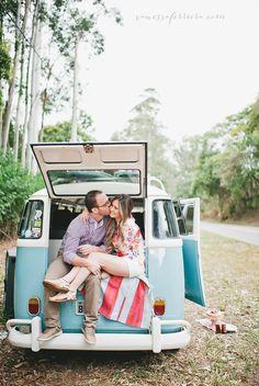 vanessa-ferreira-fotografia-noivos-campinas-sao-paulo-noivos-kombi-azul-sessao-de-fotos-casal-noivos-kombi-azul-ao-ar-livre-pre-casament-pre-wedding-campinas-sao-paulo-2