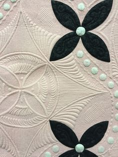 Petit Four by Lisa H. Calle. Photo by Sew Fun 2 Quilt. 2015 HMQS in Salt Lake City.