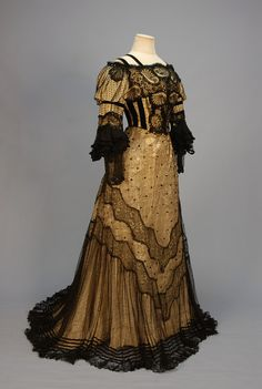 TRAINED BLACK LACE EVENING GOWN with SEQUINS, c. 1905 / Кружево Шантильи.: la_gatta_ciara