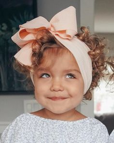 35 Wonderful Ideas For Little Girl Haircuts with Bangs Having a little girl is such a wonderful feeling because you can play around with her like a little doll. Little Doll, Little Babies, Little Ones, Little People, Cute Babies, Baby Kids, Little Girls, Little Girl Haircuts, Haircuts With Bangs