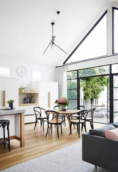 A glass extension refreshed this Scandi-style house A couple turned to a trusted confidant to update their beloved family home, adding a modern glass extension to their Scandi-style Victorian home. Scandi Home, Scandi Style, Windows Desktop, Steel Frame Doors, Colored Dining Chairs, Glass Extension, Rear Extension, Apartment Chic, Dining Nook