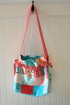 Love this bag and the colors!
