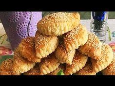 Τυρόπιτες Κουρού της Γκολφως, η αυθεντική συνταγή ! Σε 5 λεπτά έτοιμη ,δεν θα την αλλάζετε με καμία! - YouTube Healthy Breafast, Snack Recipes, Cooking Recipes, Savory Muffins, Greek Dishes, School Snacks, Greek Recipes, Bagel, Food To Make