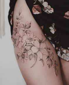 Side Thigh Tattoos Women, Side Hip Tattoos, Hip Thigh Tattoos, Hip Tattoos Women, Flower Hip Tattoos, Floral Thigh Tattoos, Pretty Tattoos, Beautiful Tattoos, Body Art Tattoos