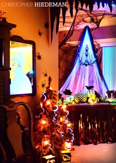 Halloween party decor for this and more great halloween decorating halloween party decor for this and more great halloween decorating ideas check out my new ebook available on etsy for 395 httpetsy1rdxxvc fandeluxe PDF