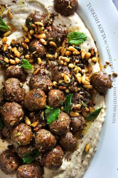 turkish kofta platter Turkish kofta (meatballs) with cannellini and yogurt puree, and toasted pine nuts Lamb Recipes, Meat Recipes, Dinner Recipes, Cooking Recipes, Meatball Recipes, Yummy Recipes, Salad Recipes, Dinner Ideas, Lebanese Recipes